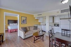 An image of a Fort Lauderdale hotel room close to jet ski rental shops.
